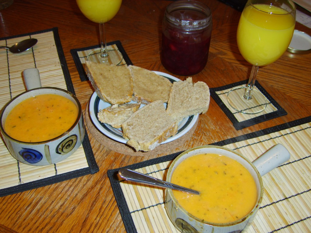vegan-thanksgiving-recipe-bloody-mary-soup-and-bread